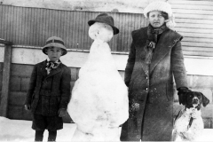 Tulsa children pose with their snowman and dog, 1910