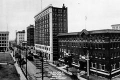 Looking west on 4th Street from Cincinnati, 1917